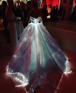 Vestido de fibra óptica y LED de Zac Posen